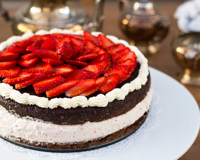 Strawberry Mousse Cake - Vikalinka