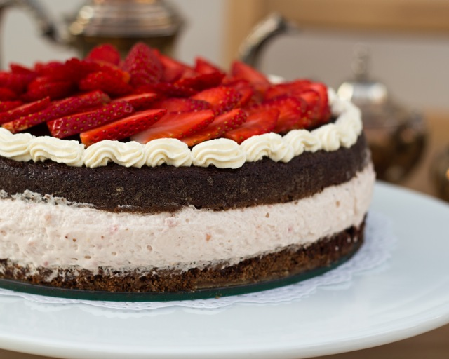 Strawberry Mousse Cake | VIKALINKA