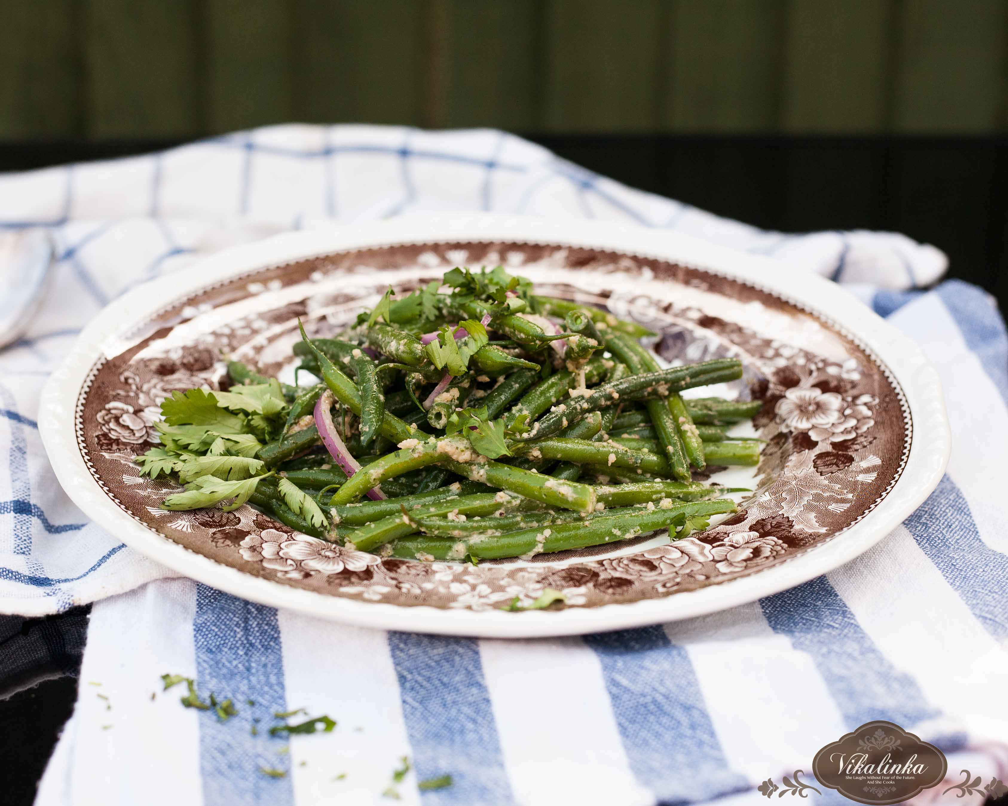 Green Beans in Walnut Garlic Dressing