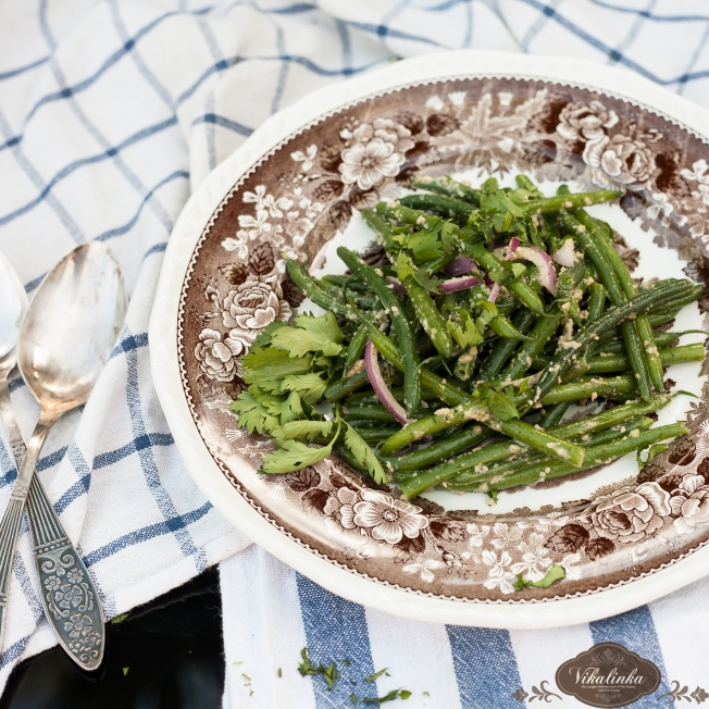 Green Beans in Walnut Garlic Dressing