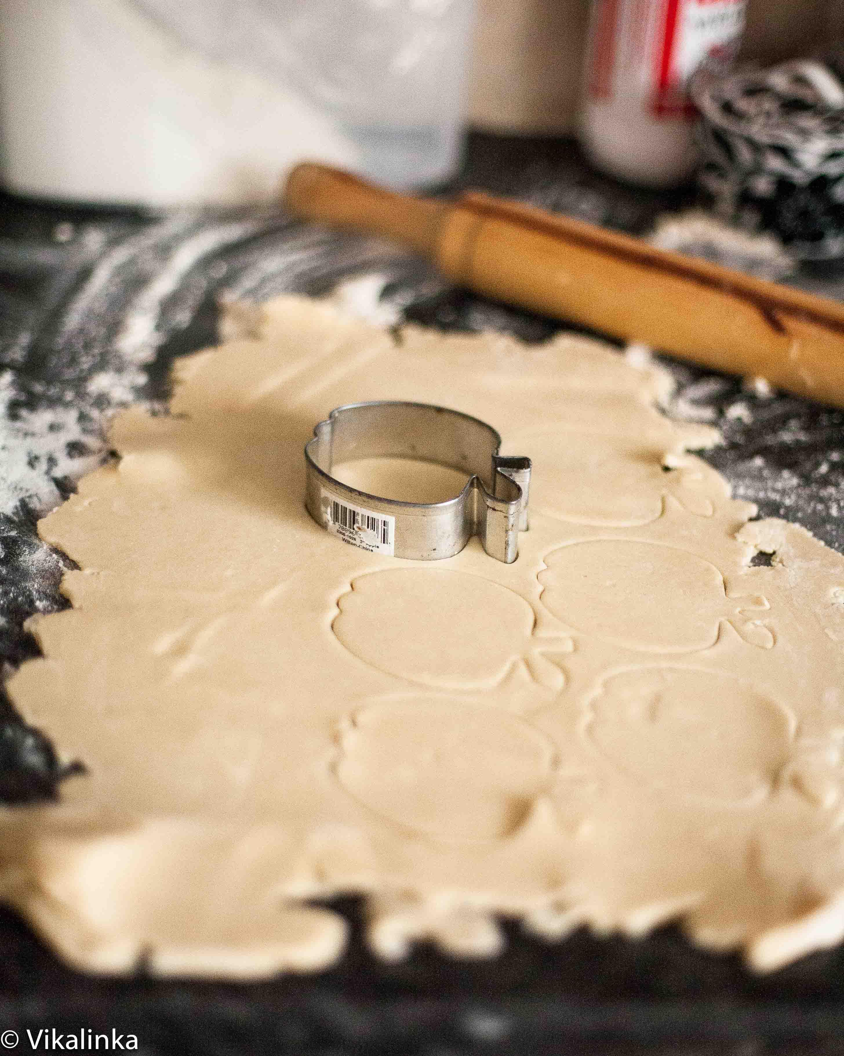 Dulce de leche Apple Pie (top crust prep)