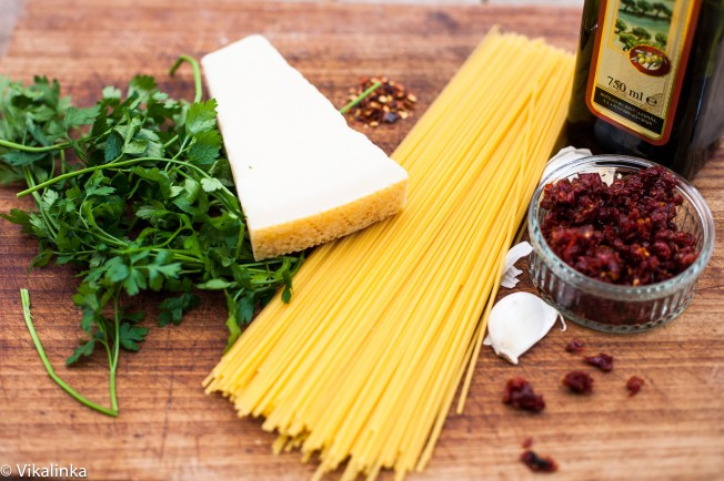 Spaghetti alla Siciliana -ingredients.
