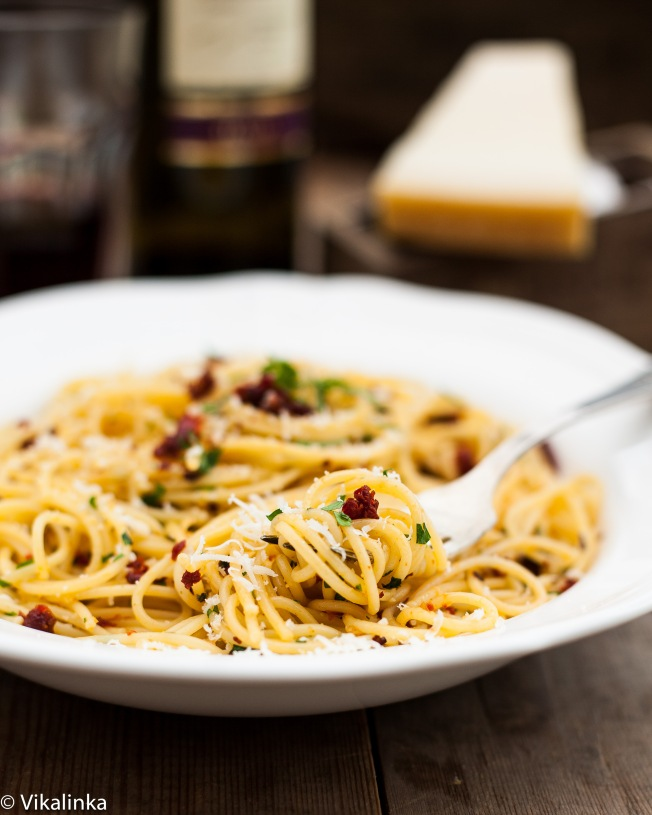Spaghetti alla Siciliana ( Spaghetti with sundried tomatoes, garlic and olive oil)